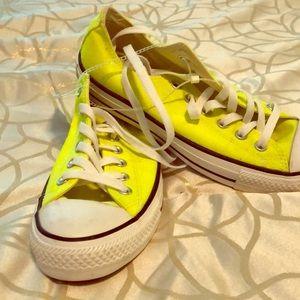 Converse neon yellow size8